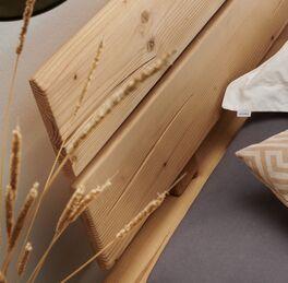 Balkenbett aus Fichte mit Kopfteil im natürlichem Design