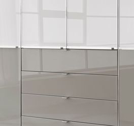 Zweifarbiger Funktions-Kleiderschrank Shanvalley mit Chromleisten