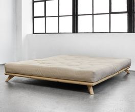 Futonbett Nespolo mit ausgestellten Bettbeinen