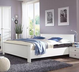 Hochwertiges Bett Berata aus weißer Spanplatte