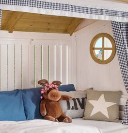 Hüttenbett Alpengaudi mit runden Fenstern