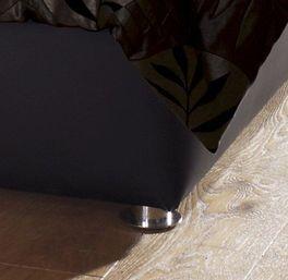 Polsterbett Trapani mit kleinen Chrom-Füßen