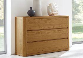 Klassische Holz-Kommode mit drei Schubladen