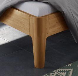 Komfort-Einzelbett Pavora mit angesagten Bettbeinen