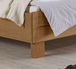 Robustes Komfortbett Aliano mit Massivholzfüßen
