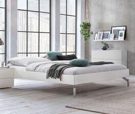 Liege Akuma in geradlinigem Design