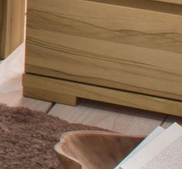Nachttisch Murau aus Kernbuche mit stabilen Füßen