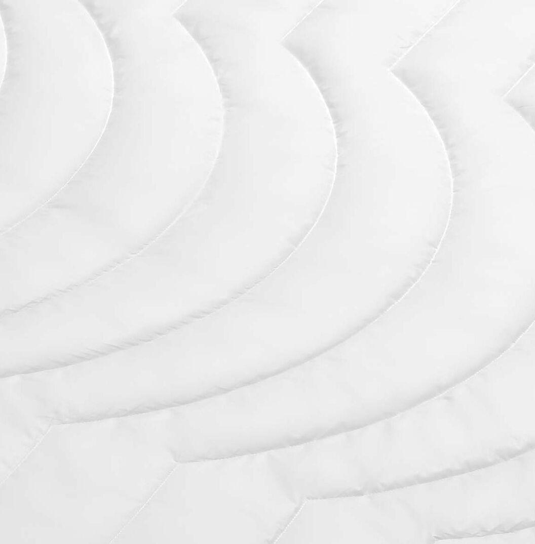 SCHLAFSTIL Markenfaser-Bettdecke F200 extra leicht mit geringer Wärmespeicherung