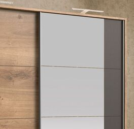 Schwebetüren-Kleiderschrank Philina mit abgestimmten Designelementen