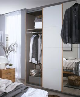 Schwebetüren-Kleiderschrank Sedina mit praktischer Einteilung