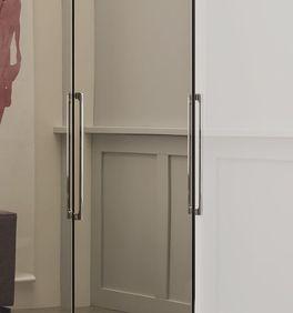 Spiegel-Falttüren-Kleiderschrank Westville mit verchromten Metallgriffen