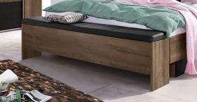 Truhenbank als Betttruhe im Schlafzimmer