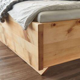 Zirbenbetten mit massivem Holzrahmen