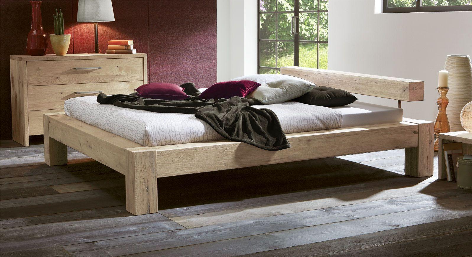 Wildeiche Bett Rustico mit 20cm Füßen in Weiß