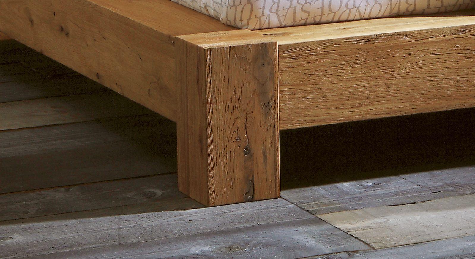 Bettbein aus Massivholz des Wildeichenbettes Linares