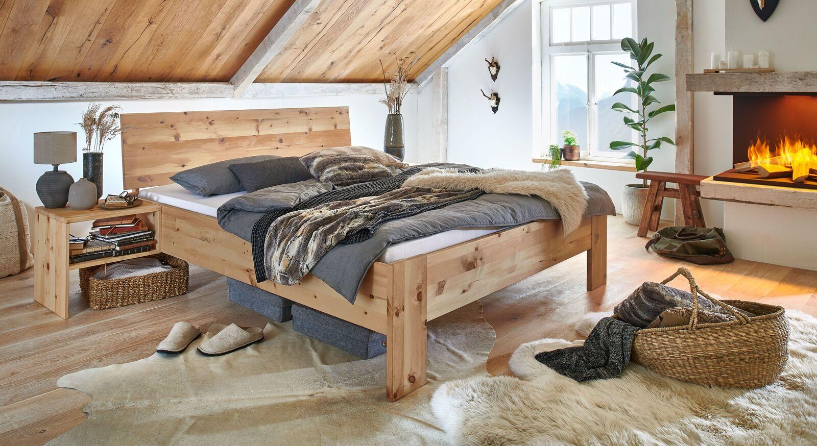 Zirbenholz-Bett Tosa mit natürlicher Maserung