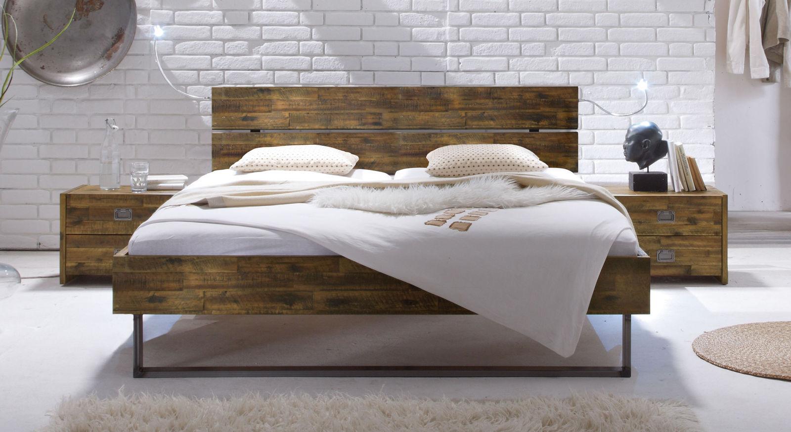 ... So Kommen Braune Schlafzimmermöbel In Weißen Oder Rosa Räumen Bestens  Zur Geltung Und Schaffen Einen Angenehmen Kontrast Zur Hellen Wandfarbe.