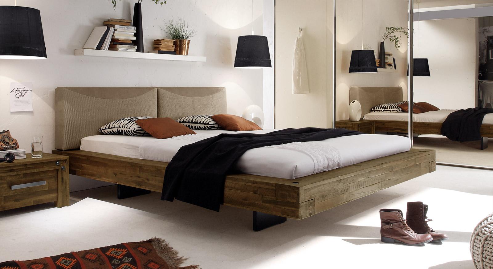Wunderbar ... So Kommen Braune Schlafzimmermöbel In Weißen Oder Rosa Räumen Bestens  Zur Geltung Und Schaffen Einen Angenehmen Kontrast Zur Hellen Wandfarbe.