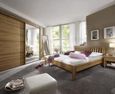 Schlafzimmereinrichtung Mit Stimmigen Holzmöbeln