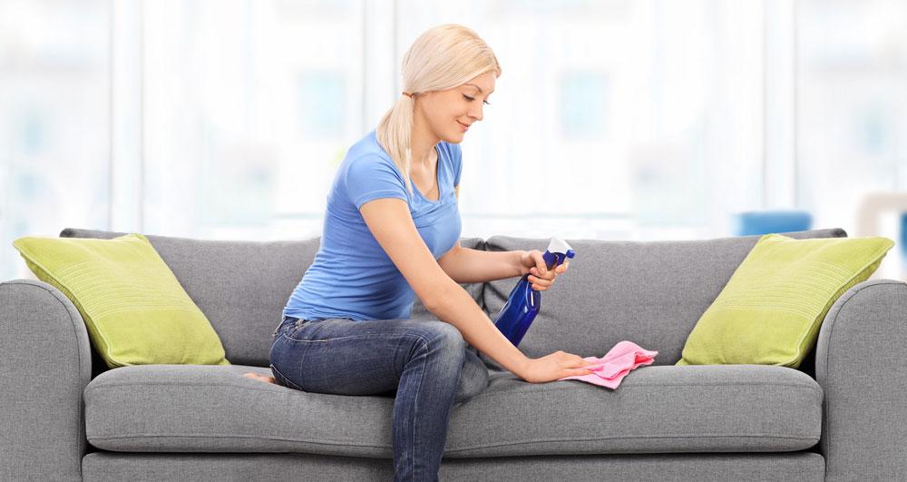 Polstermöbel richtig pflegen – praktische Tipps