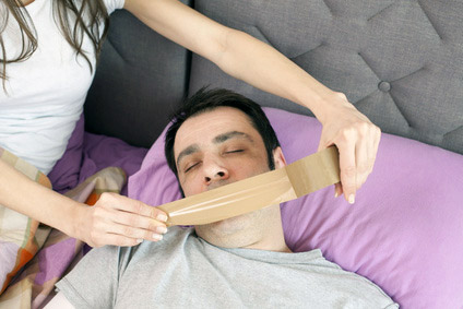 schnarchen tipps hausmittel die gegen das l stige bel helfen. Black Bedroom Furniture Sets. Home Design Ideas